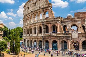 Colosseum i Rom - en av många sevärdheter du kan boka på nätet
